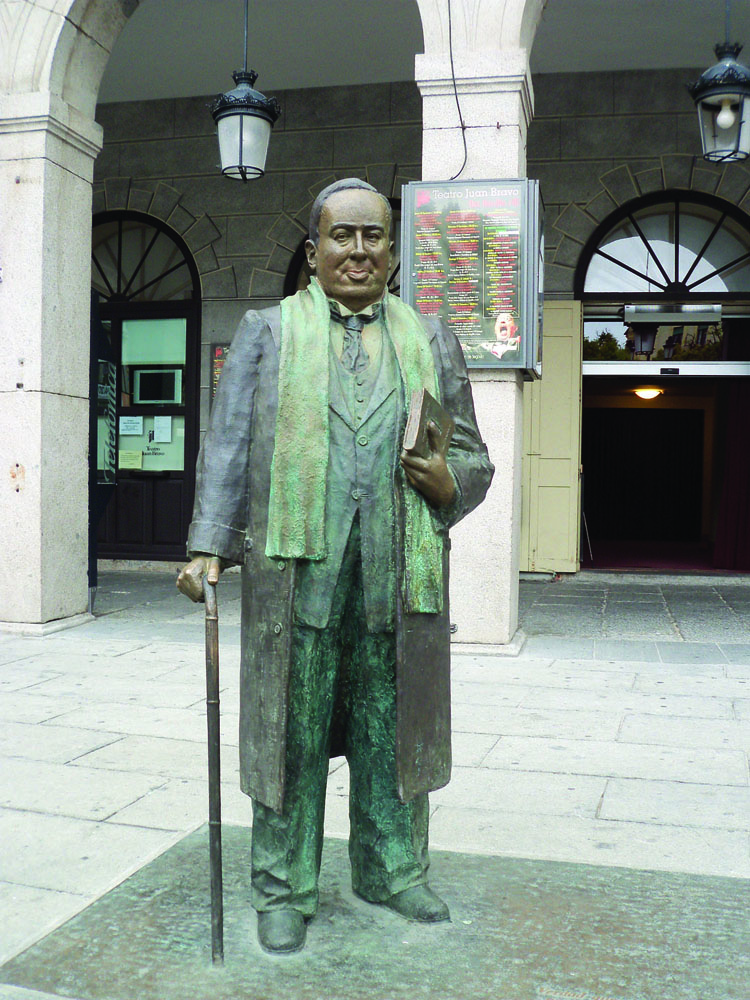 <span>Imponente estatua de Anotnio Machado en la Plaza Mayor. </span></p>