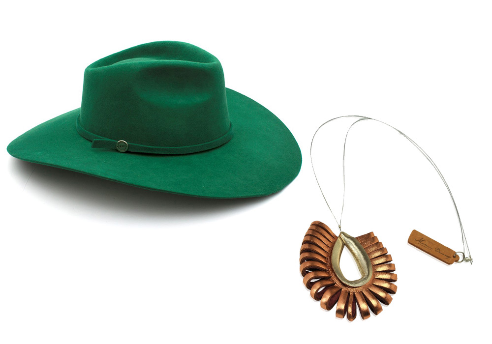 <span>Sombrero de fieltro (Made in Chola) y collar de cuero sustentable (Maison DOmecq).</span></p>